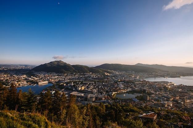 Città norvegese di bergen da una veduta panoramica al tramonto