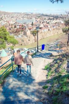 Città vecchia, nuovo parco summer rike, fiume kura, piazza europea e il ponte della pace