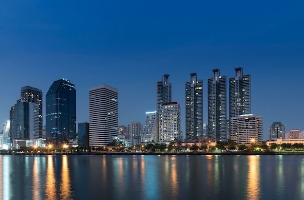 Cityscape vista di notte di bangkok