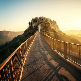 Civita di bagnoregio, bellissimo centro storico in italia.