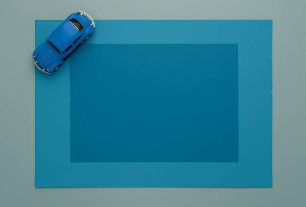Classica macchinina blu