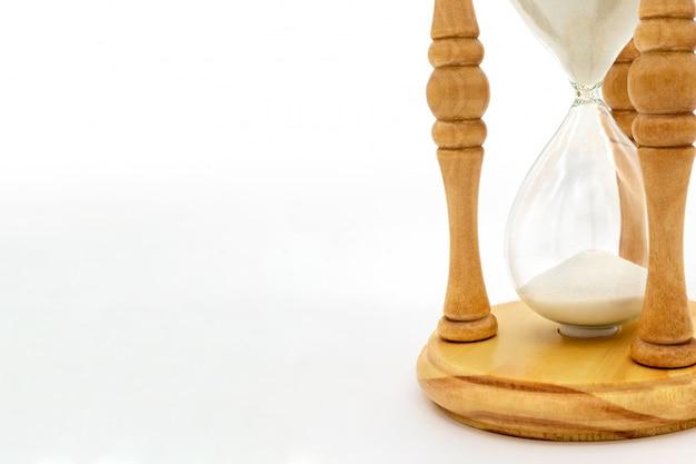 Clessidra che misura il tempo che passa per il conto alla rovescia