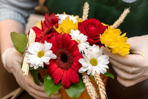 Close-up assortimento di fiori eleganti