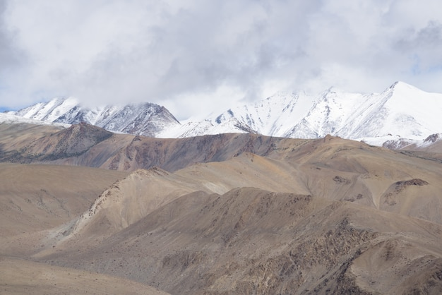 Close up cima delle montagne, himalaya gamma, jammu e kashmir, india