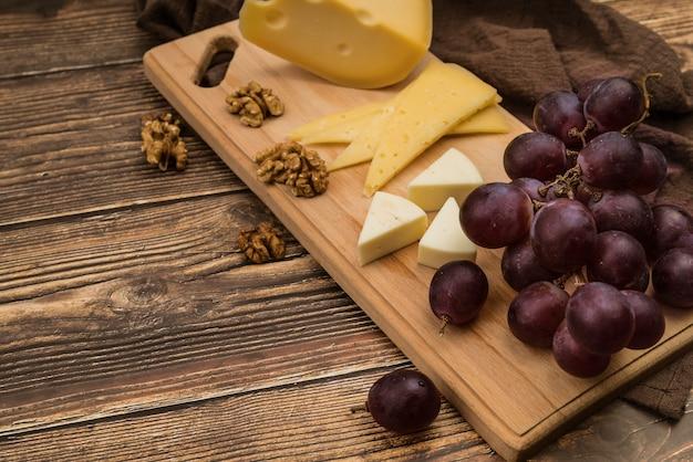 Close-up deliziosa varietà di formaggio sul tavolo
