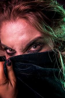 Close-up di bellissimi occhi trucco