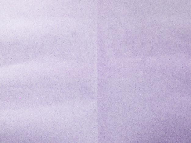 Close-up di carta viola sullo sfondo