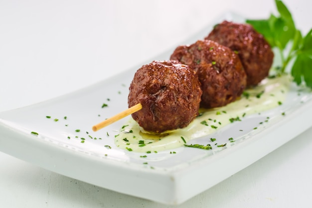 Close-up di polpette di carne alla griglia