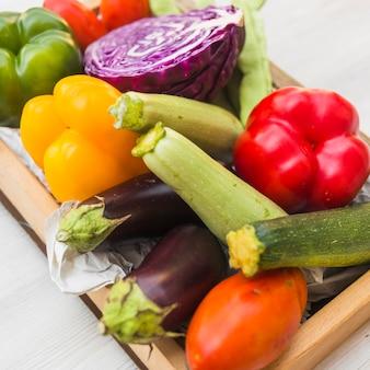 Close-up di verdure fresche colorate
