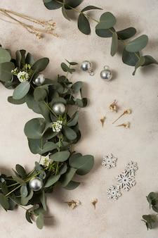 Close-up foglie e decorazioni per la corona