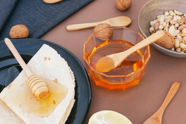 Close-up miele fatto in casa con tortillas
