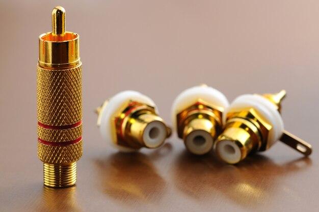 Close-up quattro spine d'oro stanno e giacciono