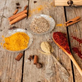 Close-up varietà di spezie orientali