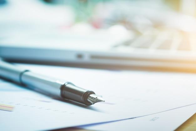 Closeup penna e sfocatura sfondo.