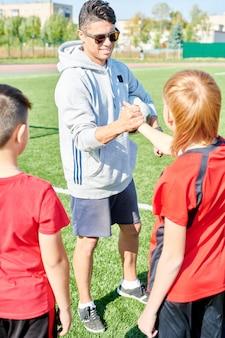 Coach saluto junior team
