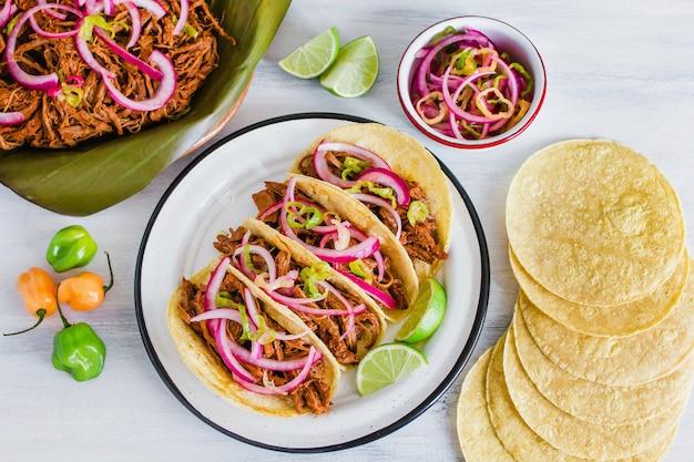 Cochinita pibil, tacos messicani cucina maya dello yucatan in messico