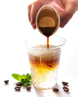 Cocktail al caffè con tonico