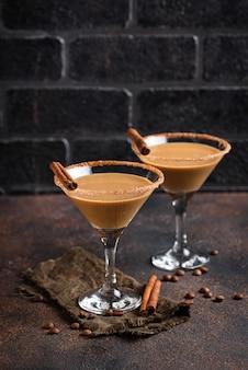 Cocktail al cioccolato martini o liquore alla crema irlandese