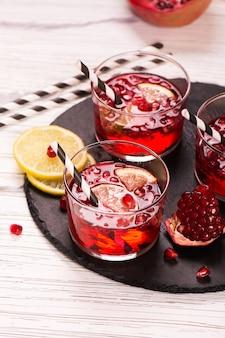 Cocktail al melograno con limone