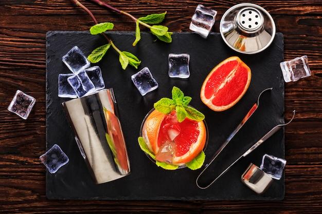 Cocktail, alcol, ghiaccio, bevande, frutta, succo di frutta, bar, festa, freddo, whisky, ristoro, rum, pub, discoteca, gusto, menta fresca, alcool, barista, relax, vodka, gin