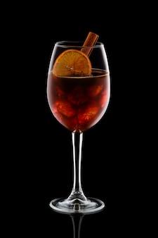 Cocktail alcolico freddo con cognac
