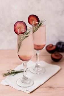 Cocktail aromatici pronti per essere serviti
