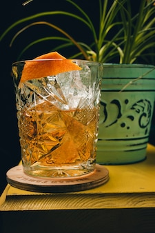 Cocktail classico antiquato in cristallo