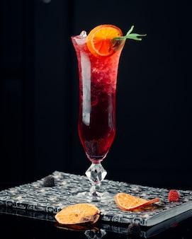 Cocktail di anguria sul tavolo