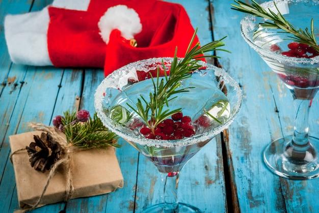 Cocktail di natale con mirtilli rossi e rosmarino