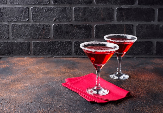 Cocktail festivo rosso martini di natale