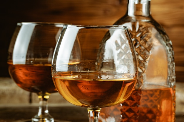 Cognac o whisky in bicchieri