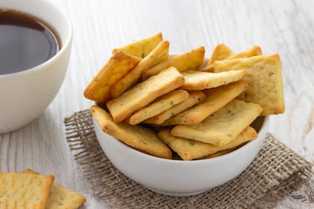 Colazione - biscotti secchi e caffè salati cracker