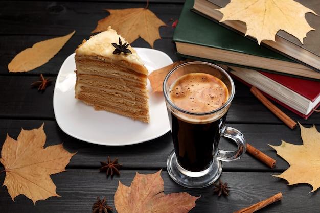 Colazione, cicoria, caffè e dolci.