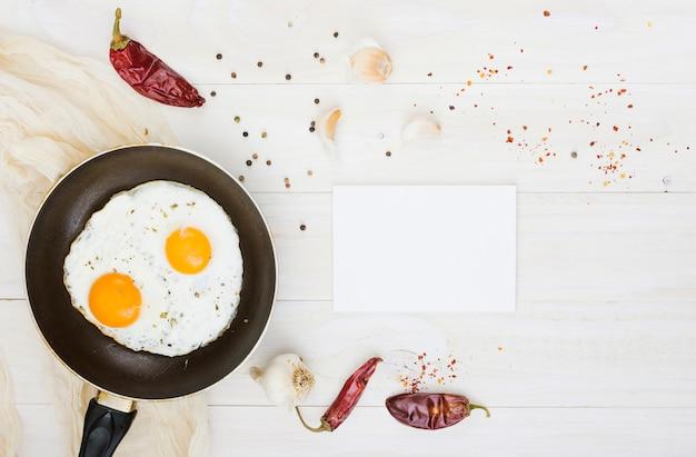 Colazione con uova e padella