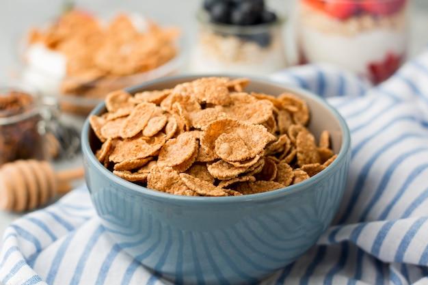 Colazione del primo piano con cereali