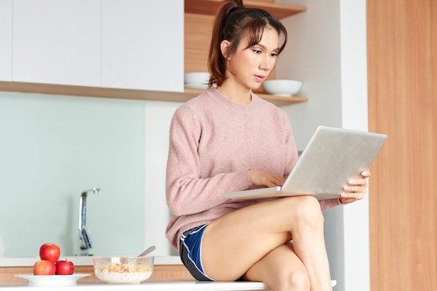 Colazione ed e-mail al mattino