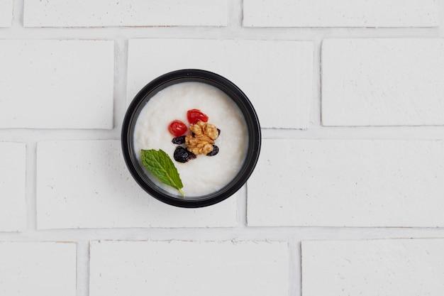 Colazione vegana con noci