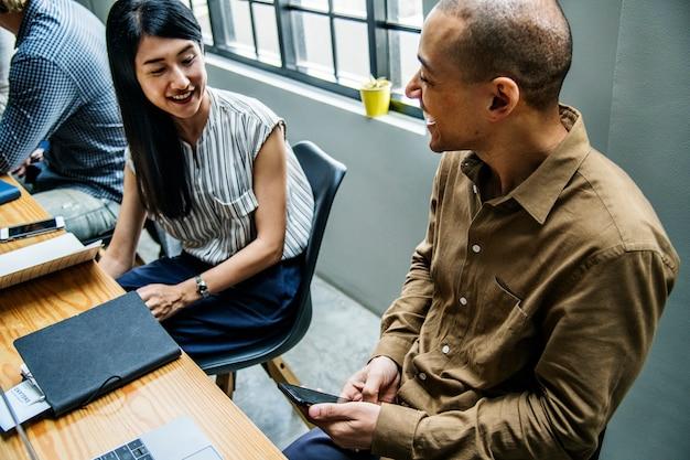 Collaboratori in una riunione d'affari