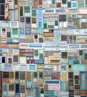 Collage di finestre in legno
