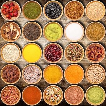 Collage di ingredienti aromatici in legno