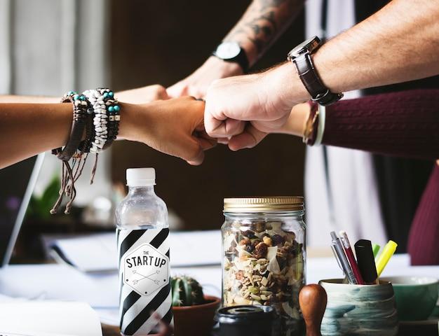 Colleghi di affari insieme lavoro di squadra di lavoro di squadra