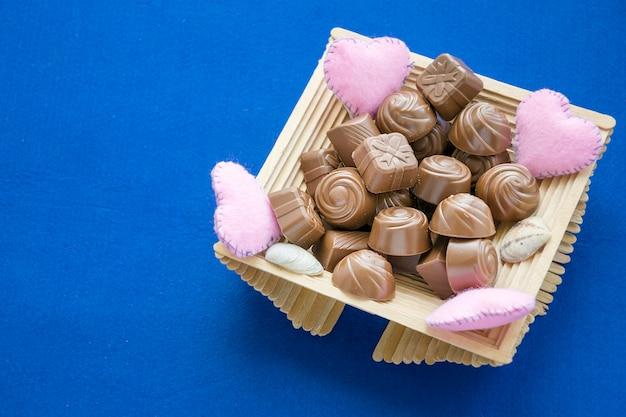 Collezione di caramelle dolci in scatola decorata carina