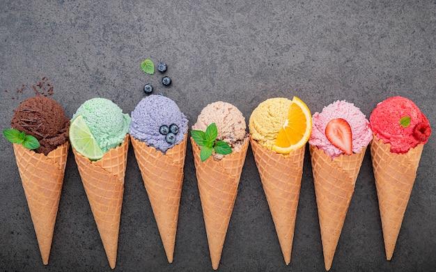 Collezione di coni gelato piatto laici.