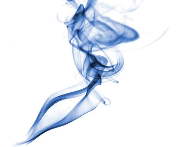 Collezione di fumo blu su sfondo bianco