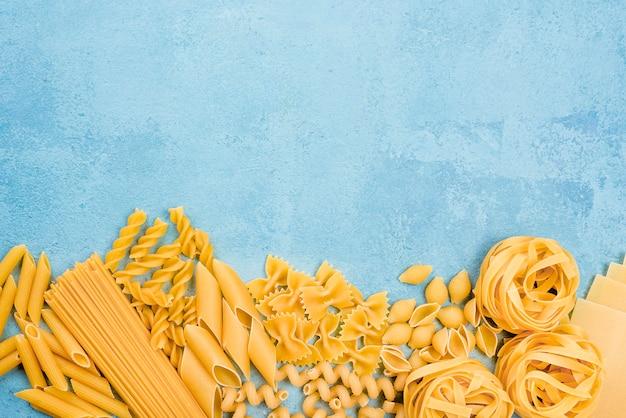 Collezione di pasta italiana con copia-spazio