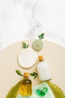 Collezione di prodotti naturali sul tavolo