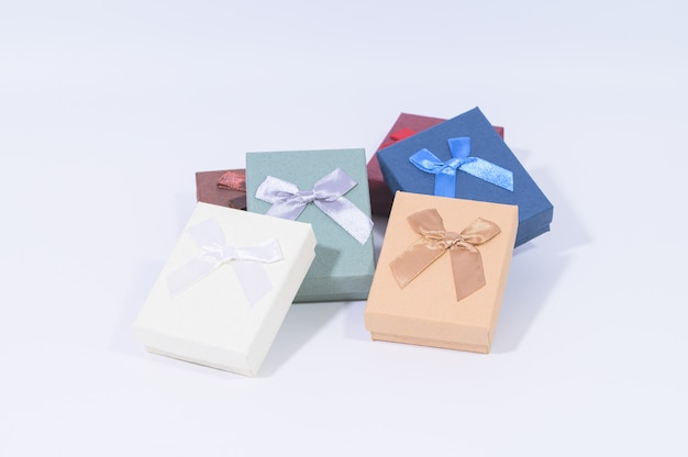 Collezione di scatole regalo rosso scuro