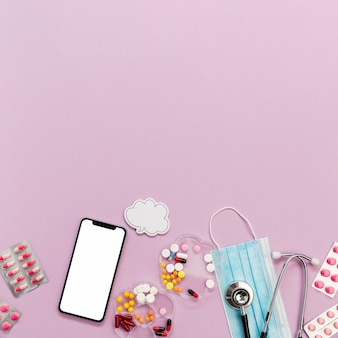 Collezione di telefoni e pillole