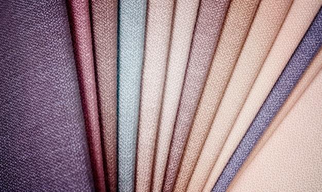 Collezione luminosa di campioni tessili di iuta