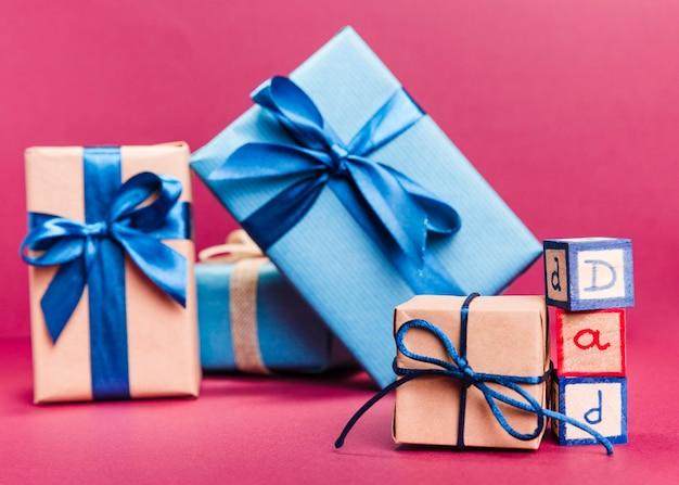 Collezione vista frontale di regali per la festa del papà